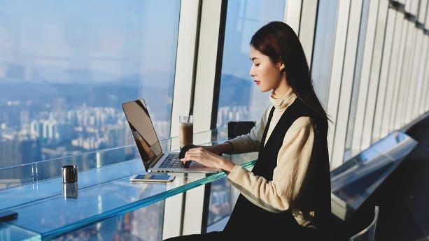 Sourcing freelancer woman